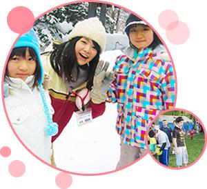 写真:ボランティア先で出会った子供と一緒に写る若者とお祭りボランティアをしている若者。